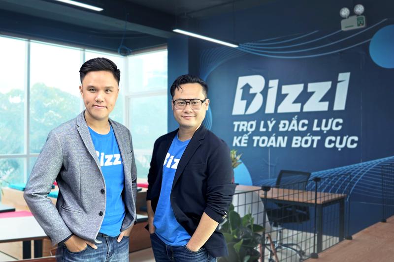 Hai nhà sáng lập công ty Vũ Trọng Nghĩa (bên phải) và Nguyễn Bảo Nguyên