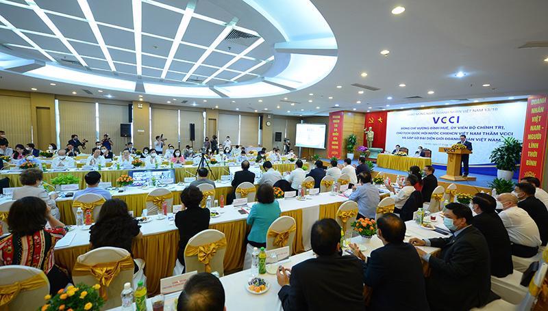 Toàn cảnh buổi làm việc giữa Chủ tịch Quốc hội Vương Đình Huệ và VCCI.