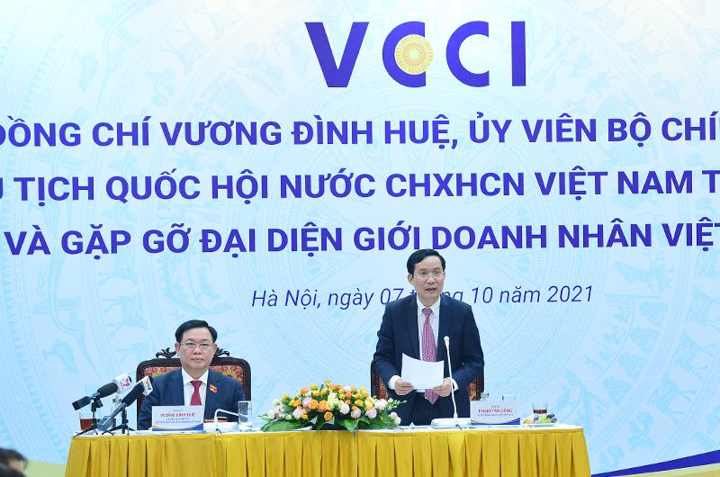 Chủ tịch Quốc hội Vương Đình Huệ đến thăm và làm việc với VCCI và gặp gỡ đại diện giới doanh nhân nhân Ngày doanh nhân Việt Nam.