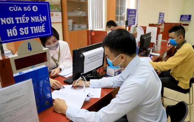 Bộ Tài chính tiếp tục đề xuất thực hiện miễn, giảm thuế, phí, lệ phí, tháo gỡ khó khăn cho sản xuất kinh doanh.