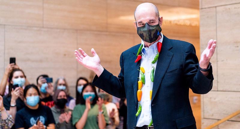 Đại học California ở San Francisco đã tổ chức lễ chúc mừng David Julius khi hay tin ông đạt giải Nobel. Ảnh: UCSF.