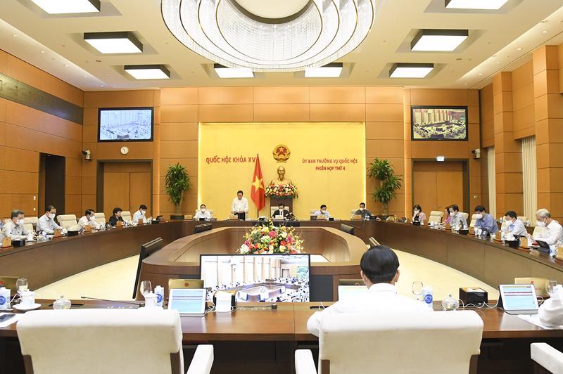 Toàn cảnh phiên họp sáng 11/10 - Ảnh: Quochoi.vn