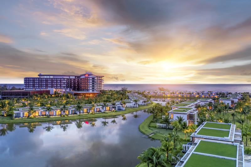 Bãi Ông Lang - nơi chiêm ngưỡng ánh hoàng hôn tuyệt đẹp Việt Nam.