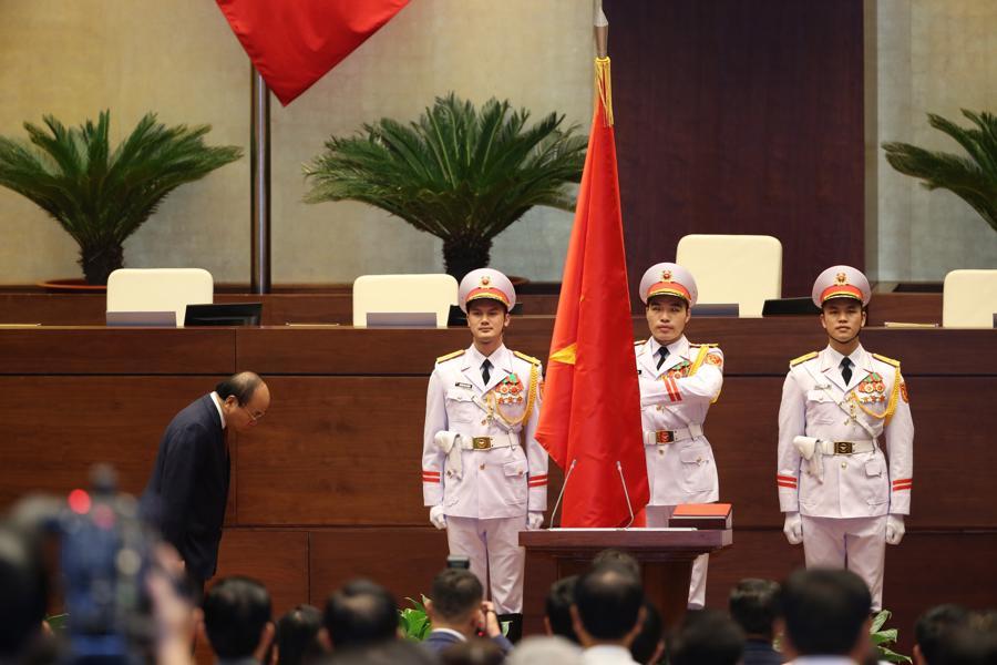 Chùm ảnh tân Chủ tịch nước Nguyễn Xuân Phúc tuyên thệ nhậm chức - Ảnh 1.