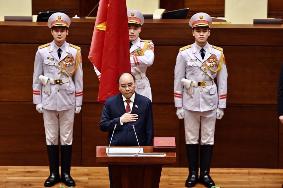 Chùm ảnh tân Chủ tịch nước Nguyễn Xuân Phúc tuyên thệ nhậm chức - Ảnh 3.