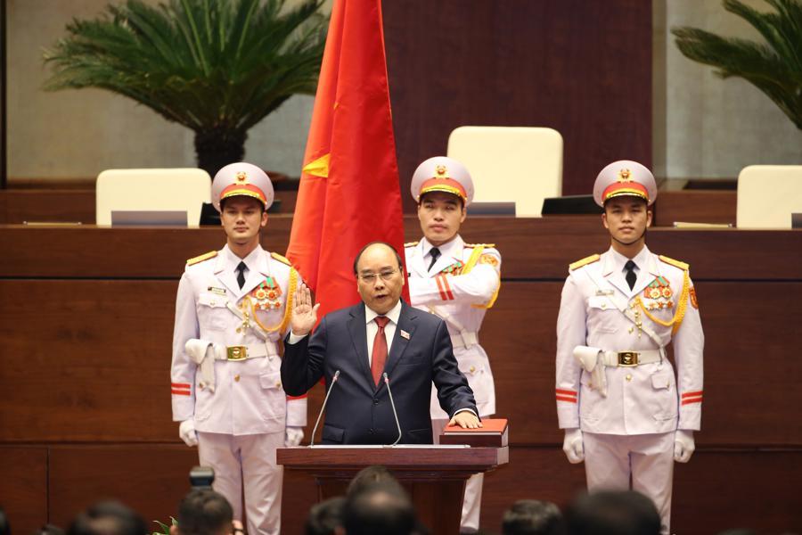 Chùm ảnh tân Chủ tịch nước Nguyễn Xuân Phúc tuyên thệ nhậm chức - Ảnh 2.