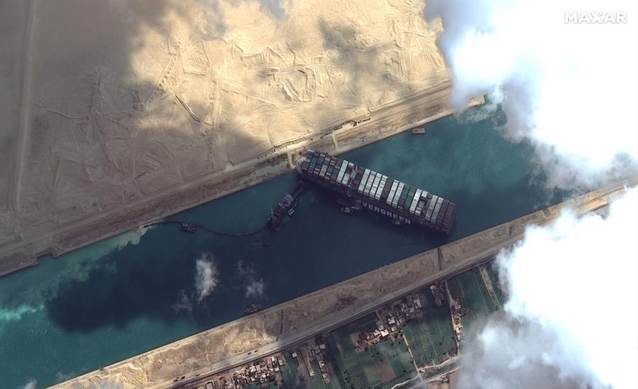 Tàu khổng lồ gây tắc nghẽn ở Suez đã được giải cứu - Ảnh 1.