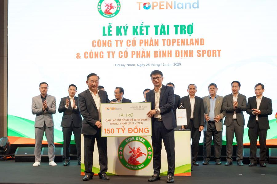 Đội bóng Topenland Bình Định nhận tài trợ 300 tỷ đồng - Ảnh 2.