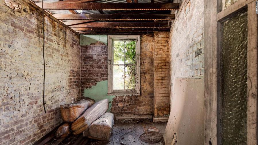 Căn nhà bỏ hoang được bán giá gần 1 triệu USD ở Sydney - Ảnh 1.