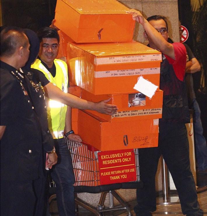 Dân mạng Malaysia nổi giận vì bộ sưu tập túi Hermes của vợ cựu Thủ tướng Najib - Ảnh 1.