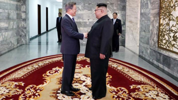 Tổng thống Hàn Quốc có cuộc gặp bất ngờ với ông Kim Jong Un - Ảnh 1.