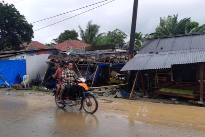 Ít nhất 222 người chết trong trận sóng thần ở Indonesia - Ảnh 1.
