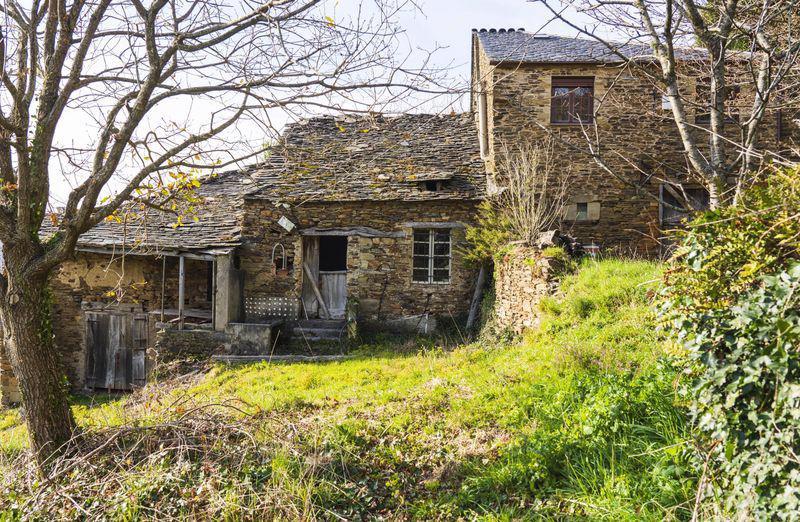 """Hàng trăm """"ngôi làng ma"""" được rao bán ở Tây Ban Nha - Ảnh 1."""
