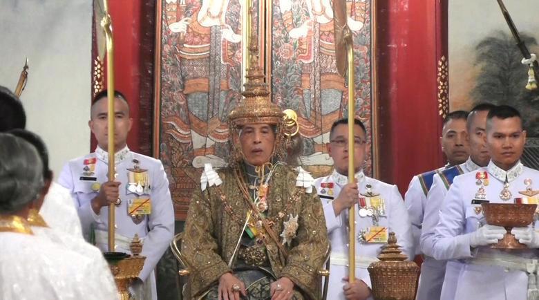 Vua Vajiralongkorn của Thái Lan chính thức đăng quang - Ảnh 1.