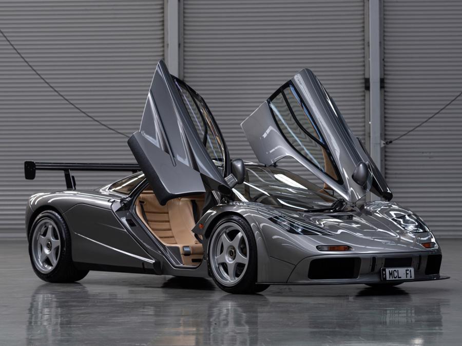 Xe hiếm McLaren F1 được bán với giá kỷ lục 19,8 triệu USD - Ảnh 1.