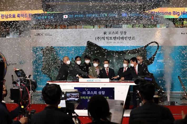 Cổ phiếu công ty quản lý ban nhạc BTS tăng gần gấp đôi phiên chào sàn - Ảnh 1.
