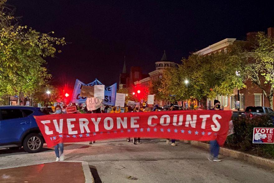 Người Mỹ xuống đường biểu tình - Ảnh 1.