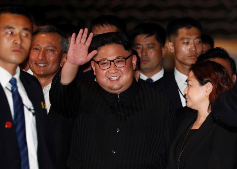 Chùm ảnh ông Kim Jong Un đi dạo đêm ở Singapore - Ảnh 1.