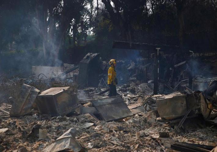 Cận cảnh vụ cháy rừng lịch sử khiến ít nhất 31 người thiệt mạng ở California - Ảnh 10.