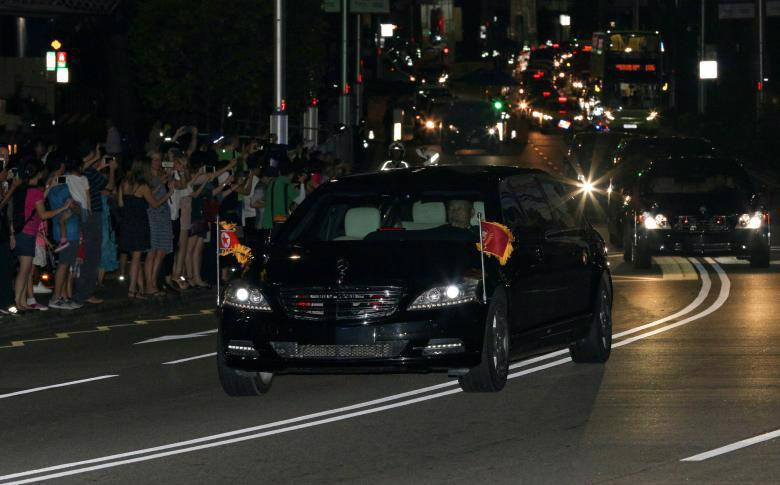 Chùm ảnh ông Kim Jong Un đi dạo đêm ở Singapore - Ảnh 10.
