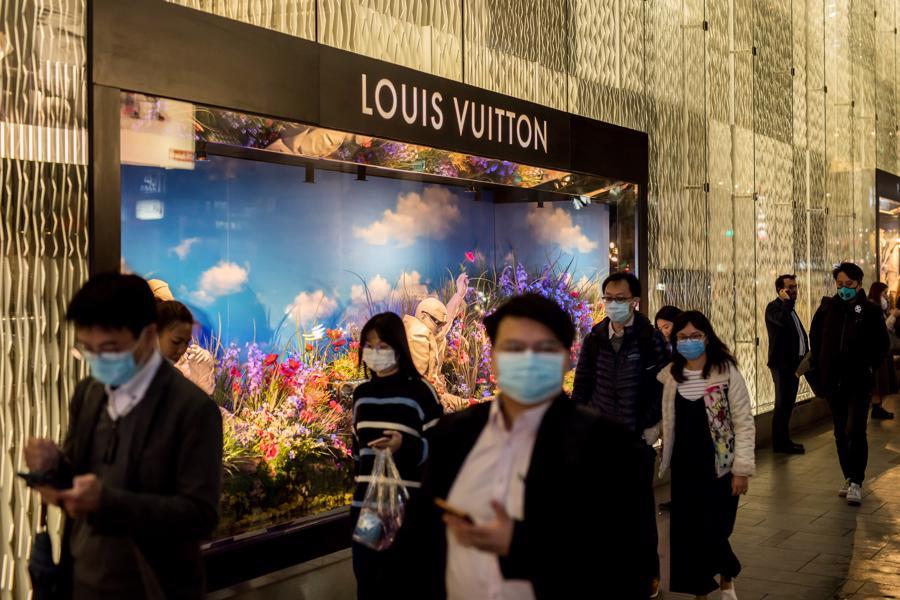 Người Trung Quốc chi gần 54 tỷ USD mua hàng xa xỉ giữa đại dịch - Ảnh 2.