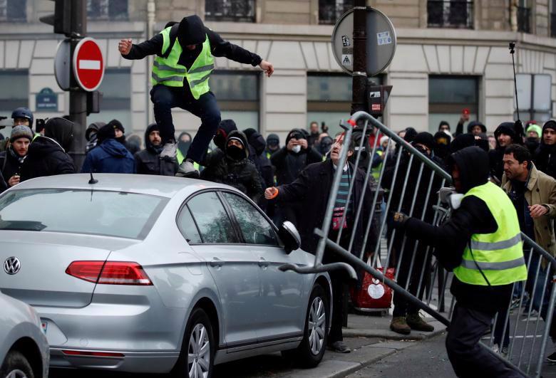 """Biểu tình """"áo vàng"""" lại gây hỗn loạn ở Paris - Ảnh 3."""
