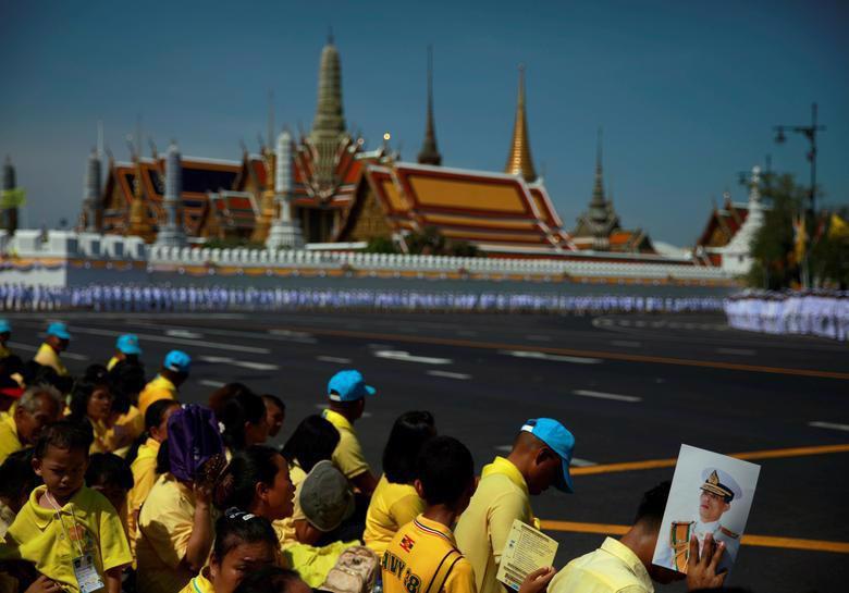 Vua Vajiralongkorn của Thái Lan chính thức đăng quang - Ảnh 11.