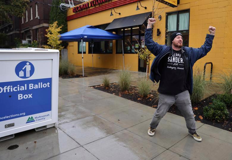 Người Mỹ đi bỏ phiếu chọn Tổng thống, ngày bầu cử êm xuôi - Ảnh 5.