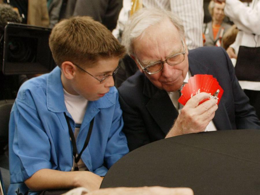 Warren Buffett tiêu khối tài sản gần 90 tỷ USD như thế nào? - Ảnh 10.