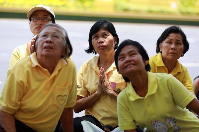 Vua Vajiralongkorn của Thái Lan chính thức đăng quang - Ảnh 13.