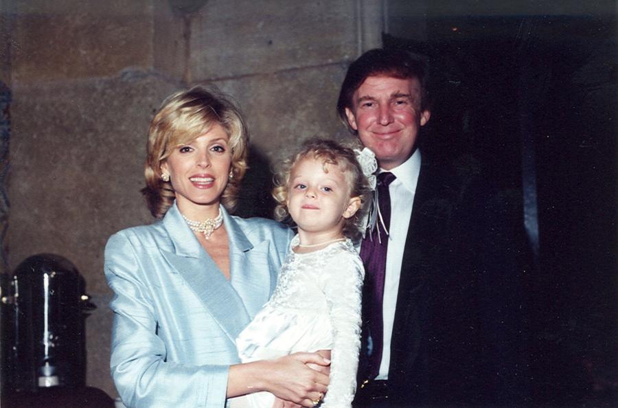 Những khoảnh khắc đáng chú ý trong cuộc đời và sự nghiệp của ông Trump - Ảnh 16.