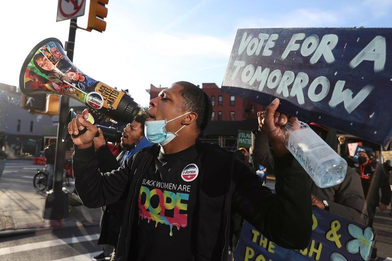 Người Mỹ đi bỏ phiếu chọn Tổng thống, ngày bầu cử êm xuôi - Ảnh 6.