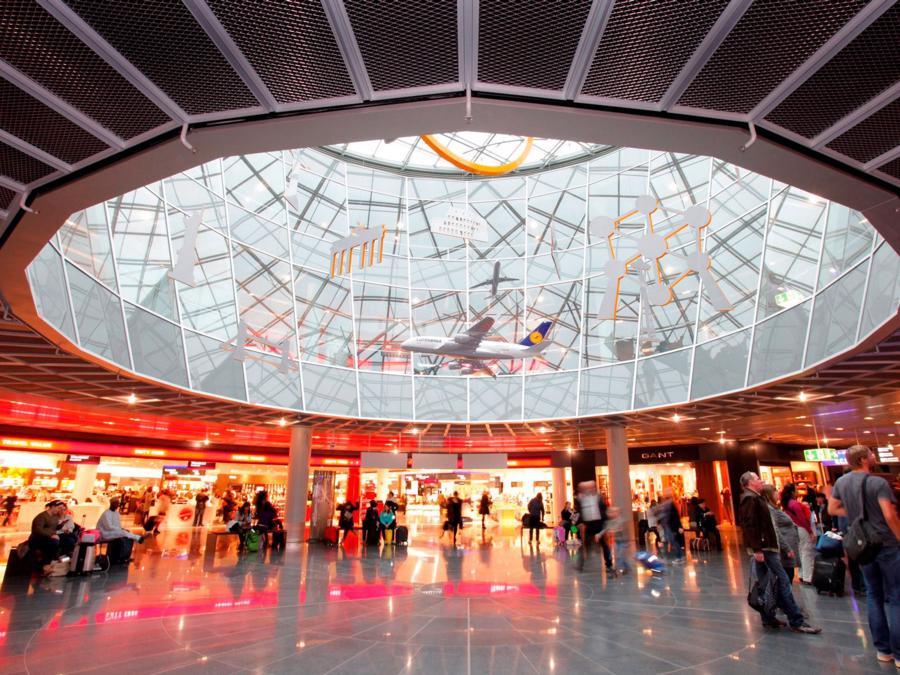 20 sân bay bận rộn nhất thế giới - Ảnh 14.