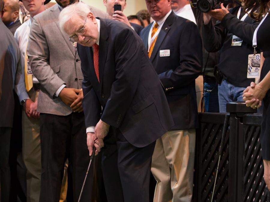 Warren Buffett tiêu khối tài sản gần 90 tỷ USD như thế nào? - Ảnh 11.