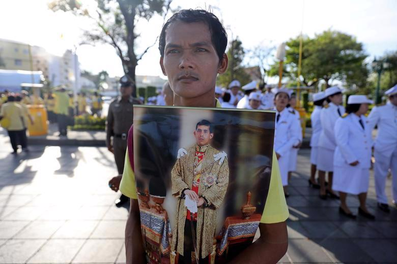 Vua Vajiralongkorn của Thái Lan chính thức đăng quang - Ảnh 14.