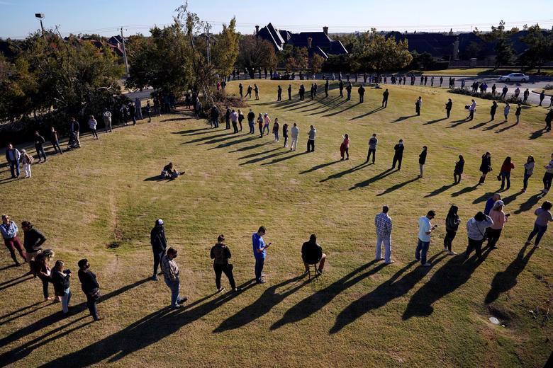 Người Mỹ đi bỏ phiếu chọn Tổng thống, ngày bầu cử êm xuôi - Ảnh 7.