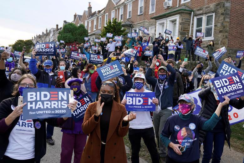 Người Mỹ đi bỏ phiếu chọn Tổng thống, ngày bầu cử êm xuôi - Ảnh 8.