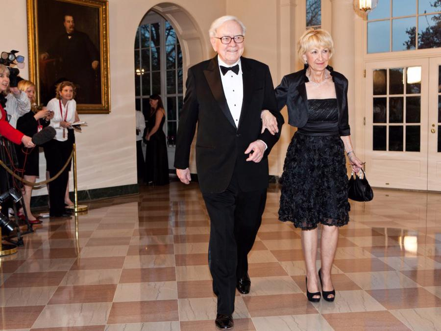 Warren Buffett tiêu khối tài sản gần 90 tỷ USD như thế nào? - Ảnh 13.
