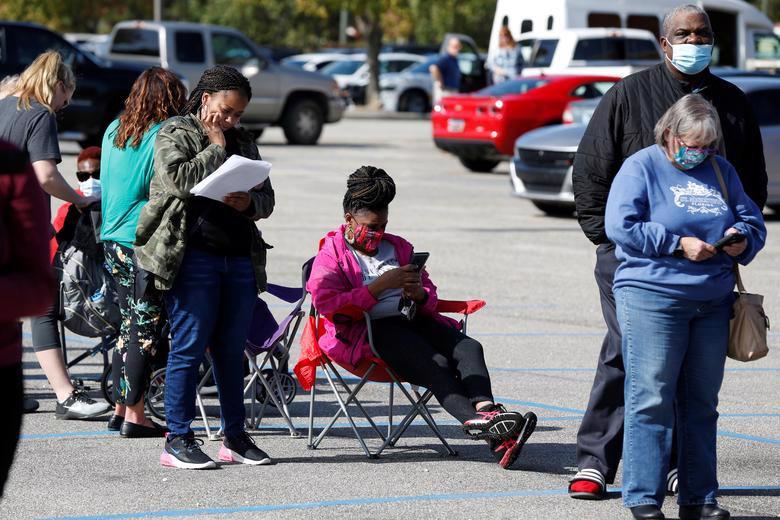 Người Mỹ đi bỏ phiếu chọn Tổng thống, ngày bầu cử êm xuôi - Ảnh 12.