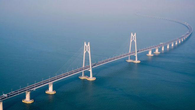 Trung Quốc khai trương cầu vượt biển dài nhất thế giới - Ảnh 2.