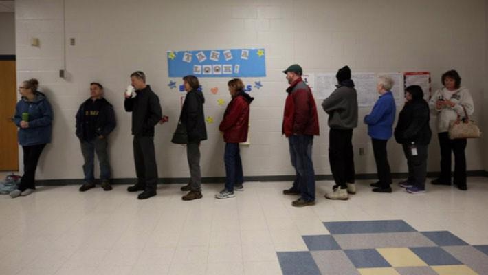 Nước Mỹ bắt đầu cuộc bầu cử Quốc hội có ý nghĩa đặc biệt - Ảnh 2.