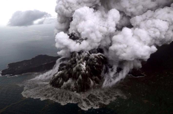 Ít nhất 222 người chết trong trận sóng thần ở Indonesia - Ảnh 2.
