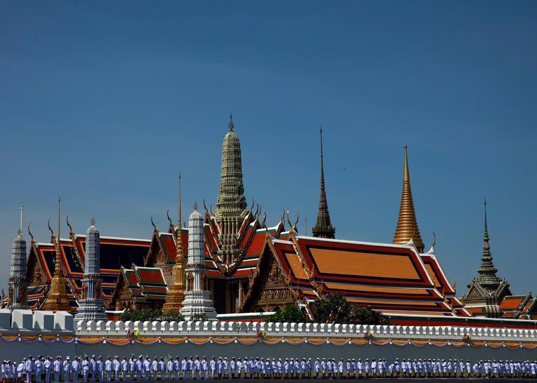 Vua Vajiralongkorn của Thái Lan chính thức đăng quang - Ảnh 2.