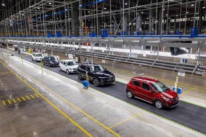 Bên trong nhà máy sản xuất 38 xe ô tô/giờ của VinFast - Ảnh 1.