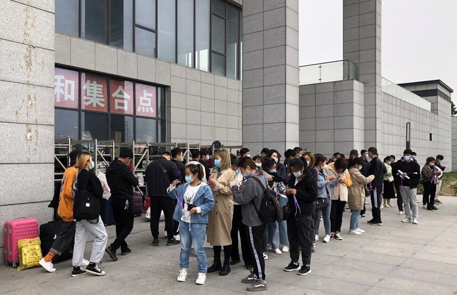 """Guồng quay hết tốc lực tại """"thành phố iPhone"""" Trung Quốc - Ảnh 1"""