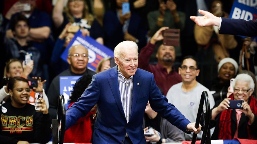 10 khoảnh khắc đáng nhớ nhất của chiến dịch tranh cử tổng thống Mỹ 2020 - Ảnh 2.
