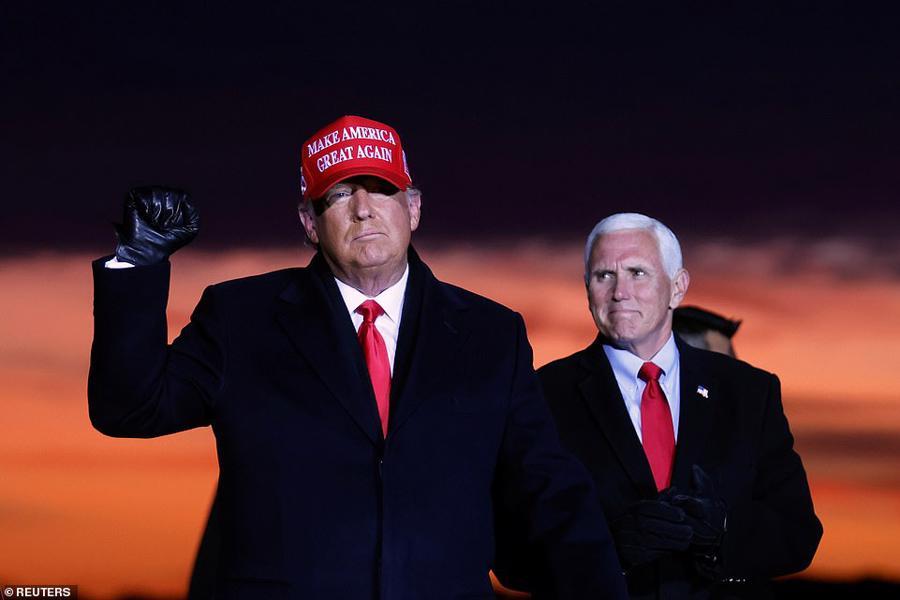 """Hai ứng viên tổng thống Mỹ chạy đua """"nước rút"""" những giờ cuối cùng - Ảnh 1."""