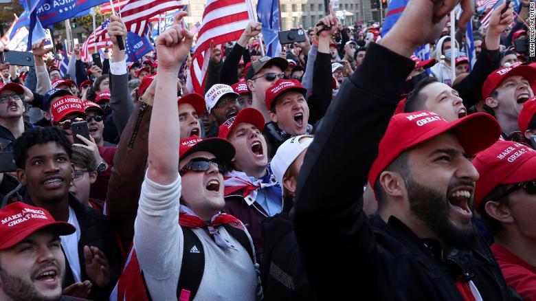 Người ủng hộ ông Trump xuống đường biểu tình - Ảnh 2.