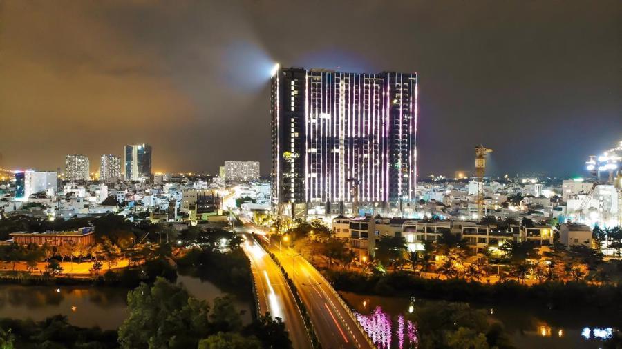 Chi 3 triệu USD lắp đèn LED, tòa tháp sắp bàn giao trở thành biểu tượng khu Nam Sài Gòn - Ảnh 1.