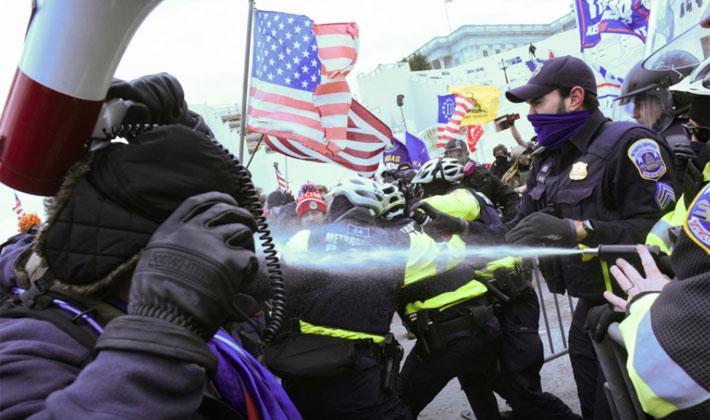 Người biểu tình ủng hộ ông Trump tấn công tòa nhà Quốc hội Mỹ - Ảnh 1.